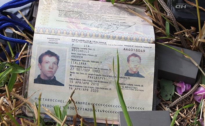 Паспорт итальянского журналиста Андреа Рокелли, убитого под Славянском.