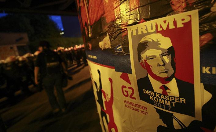 Плакат с изображением президента США Дональда Трампа во время саммита G-20 в Гамбурге