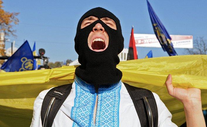 Участник марша по случаю годовщины образования Украинской повстанческой армии в Киеве
