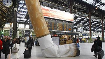 Макет сигареты на Лионском вокзале в Париже