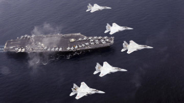 Истребители F-16 воздушных сил самообороны Японии над американским авианосцем «Карл Винсон»