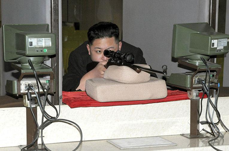 Северокорейский лидер Ким Чен Ын стреляет по мишеням в Пхеньяне