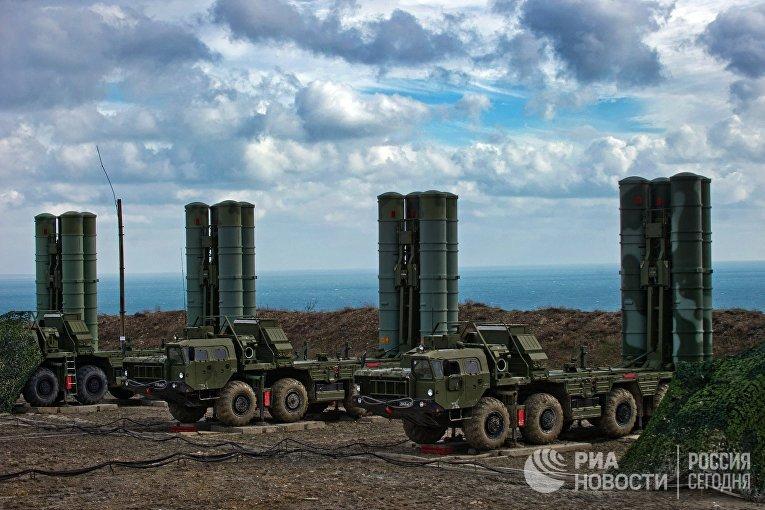 """Зенитный ракетный комплекс С-400 """"Триумф"""" полка противовоздушной обороны в Феодосии"""