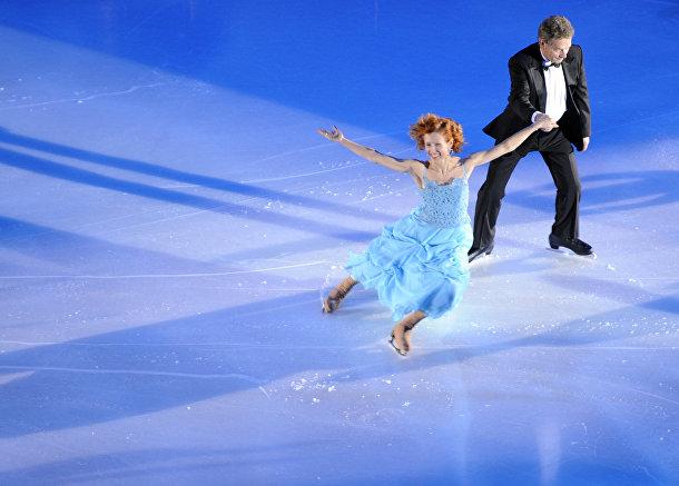 Саули Ниинистё на церемонии открытия европейского чемпионата по фигурному катанию в Хельсинки
