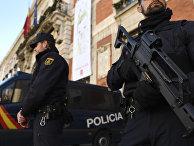 Испанский полицейский на улице Мадрида
