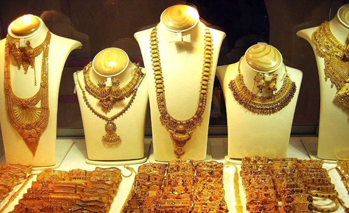 Украшения в ювелирном магазине в Дубае, ЮАЭ