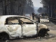 Автомобили, пострадавшие от лесного пожара в Португалии