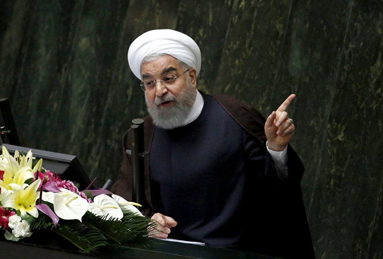 Президент Ирана Хасан Роухани выступает на заседании парламента в Тегеране