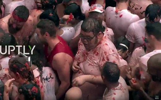 Прямой эфир: грандиозная овощная битва на испанском фестивале Томатина