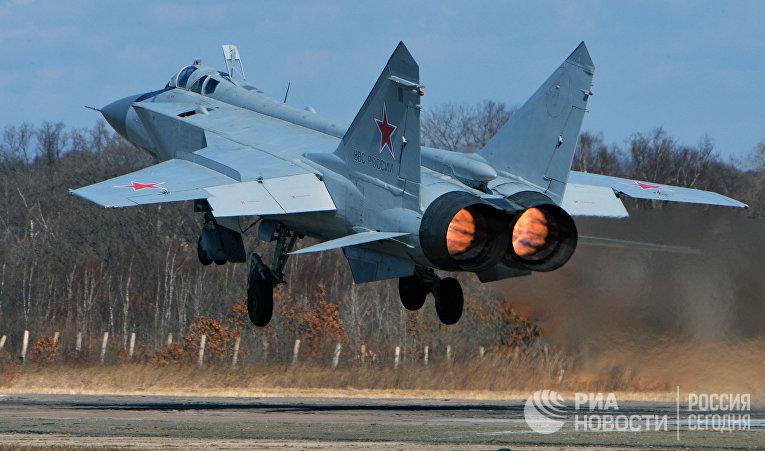 Сверхзвуковой всепогодный истребитель-перехватчик дальнего радиуса действия МиГ-31
