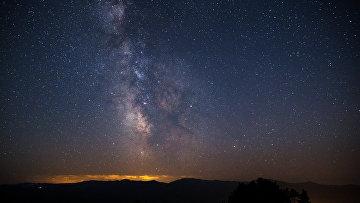 Звездное небо, наблюдаемое в Краснодарском крае во время метеорного потока Персеиды