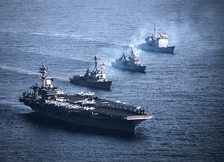 Американские и южнокорейские корабли на военных учениях