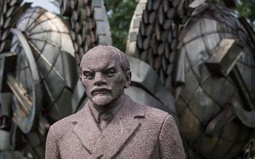 Как Россия решила проблему с памятниками