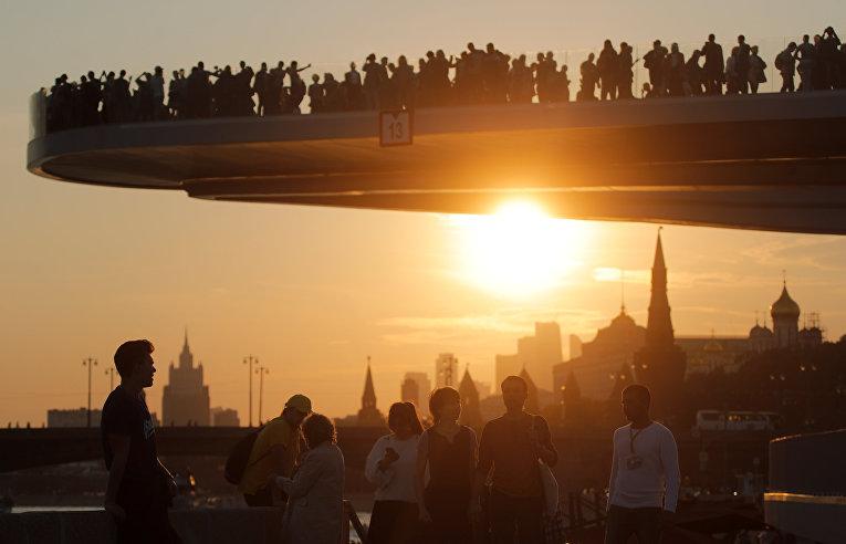 «Парящий мост» в парке «Зарядье» в Москве