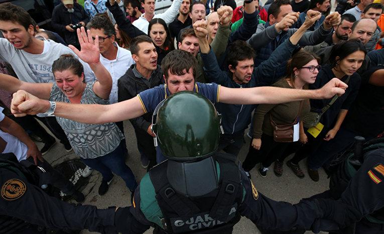 Столкновения с испанскими полицейскими в Каталонии. 1 октября 2017