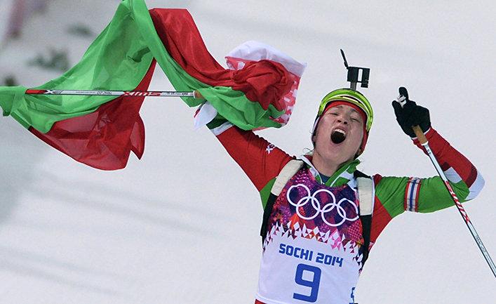 Дарья Домрачева (Белоруссия) на финише гонки преследования в соревнованиях по биатлону среди женщин на XXII зимних Олимпийских играх в Сочи