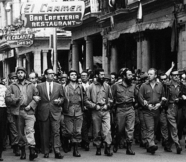 Марш кубинских лидеров в память о жертвах взрыва французского судна «Ля Кувр» в порту Гаваны