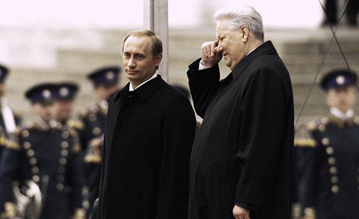 Президент РФ Владимир Путин (слева) и первый Президент РФ Борис Ельцин (справа)