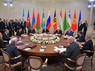Президент РФ В. Путин принимает участие в заседании Совета глав государств СНГ
