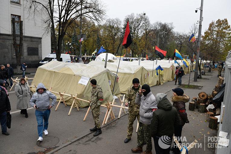 Палаточный городок участников веча у здания Верховной рады Украины в Киеве. 29 октября 2017
