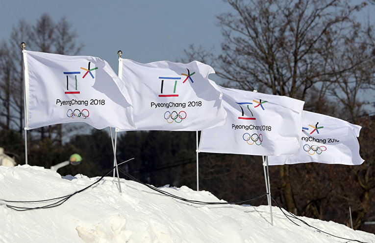 Флаги с эмблемой XXIII Зимних Олимпийских игр 2018 года в Пхенчхане