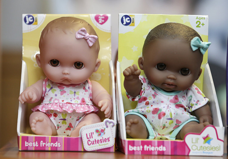 Куклы в детском магазине в Бостоне, США