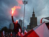 Участник марша по случаю Дня независимости Польши в Варшаве