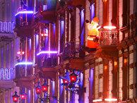 Санта Клаус на фасаде самого большого и старейшего борделя во Франкфурте, Германия