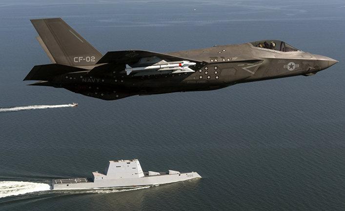 Истребитель F-35 и эсминец Зумвальт