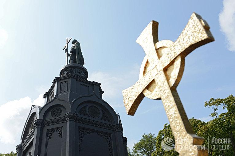 Памятник святому равноапостольному князю Владимиру на Владимирской горке в Киеве