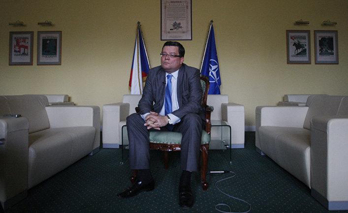 Министр обороны Чехии Александр Вондра. Архивная фотография