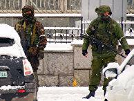 Вооруженные люди в Луганске