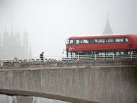 Двухэтажный автобус на мосту в Лондоне