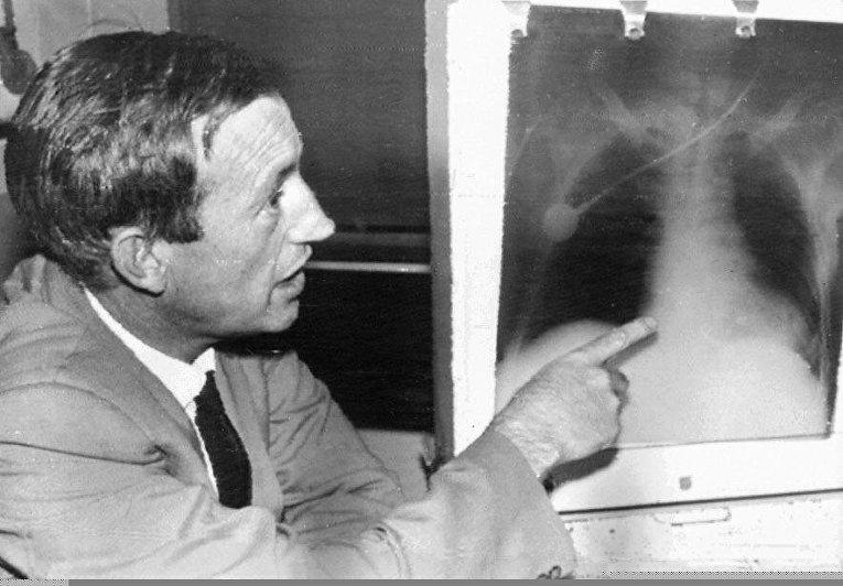 Южноафриканский кардиохирург и хирург-трансплантолог Кристиан Барнард