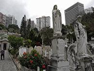 Посетители кладбища в Гонконге