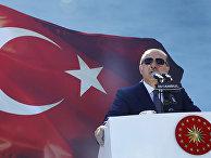 Президент Турции Реджеп Тайип Эрдоган выступает в Стамбуле