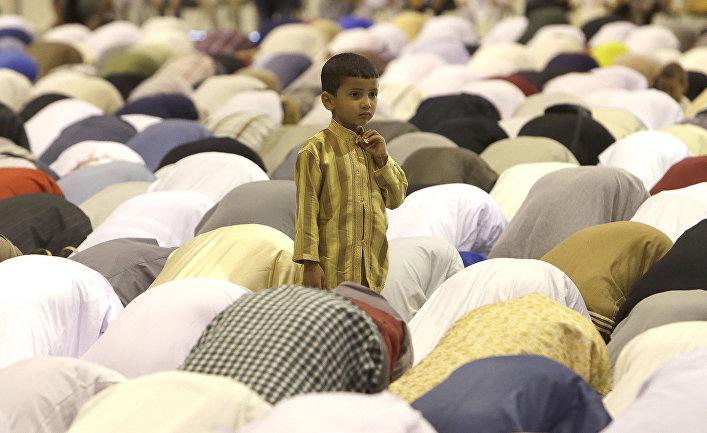 Молитва в мечети в Марселе