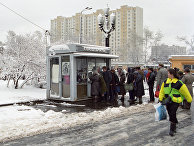 Одна из улиц Москвы после апрельского снегопада, 1992