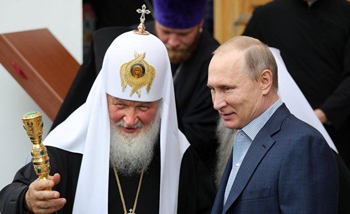 Президент РФ Владимир Путин и патриарх Московский и всея Руси Кирил на Валааме. 11 июля 2017