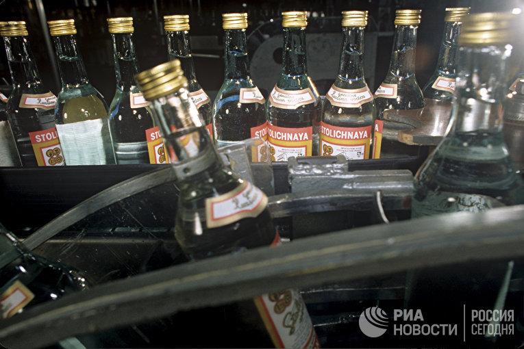 Водка «Столичная», продукция Московского завода «Кристалл»