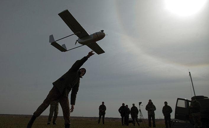 Запуск беспилотника вблизи украинского города Лисичанск
