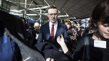 ппозиционер Алексей Навальный покидает европейский суд по правам человека в Страсбурге