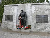 """Памятник советскому Воину-освободителю """"Бронзовый солдат"""""""