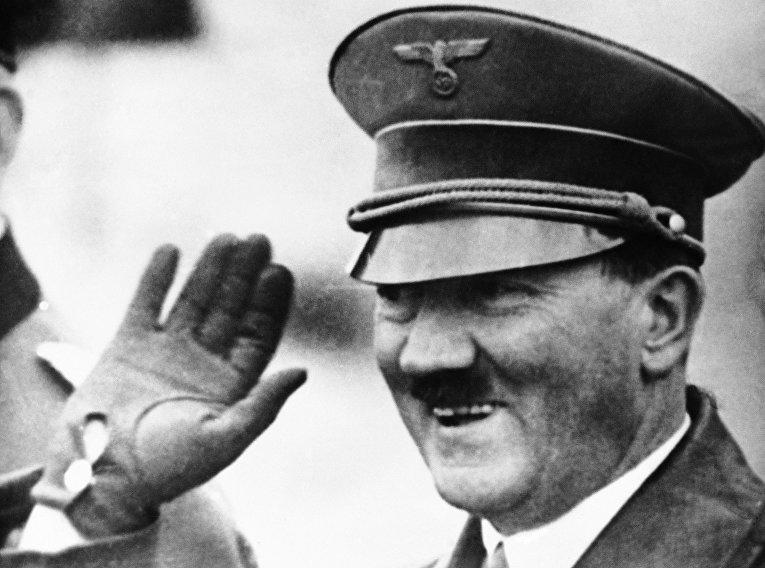 Канцлер Германии Адольф Гитлер в феврале 1937 года