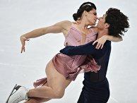 Тесса Вирчу и Скотт Мойр выступают в произвольной программе танцев на льду в финале Гран-при по фигурному катанию в Марселе