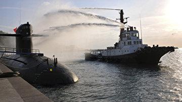 Подготовка подводной лодки во время учений в провинции Шаньдун, Китай