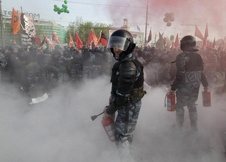 ОМОН во время акции протеста в центре Москвы