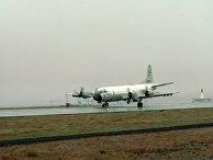 """Самолет американсих ВВС P-3 Orion, способный нести ядерное вооружение, на авиабазе """"Кефлавик"""", Исландия"""