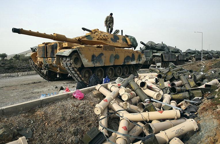 Турецкие солдаты в окрестностях села Сугедиги, на границе с Сирией