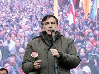 Михаил Саакашвили во время митинга у здания Верховной рады в Киеве. 7 ноября 2017